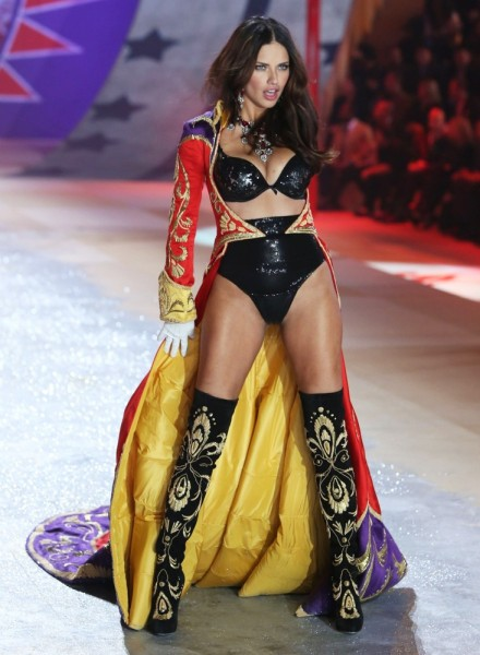 adriana-lima-2012-victoria-s-secret-fashion-show